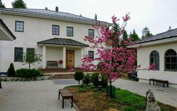 Seinäjoen kallein asunto on tämä kolmikerroksinen kivitalo. Se on kaupan 495 000 eurolla.