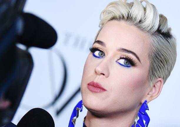 Katy Perry on suosinut lyhyttä tukkaa.