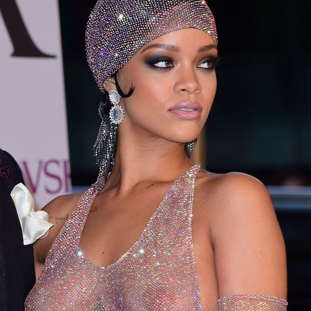Rihannakin on toisinaan viis veisannut rintaliivien käytöstä - ja silti pysynyt tyylikkäänä, sitä ei käy kiistäminen.