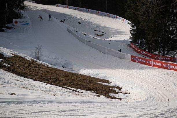 Oberstdorfin MM-kisaradat menevät mössöksi paahteessa.