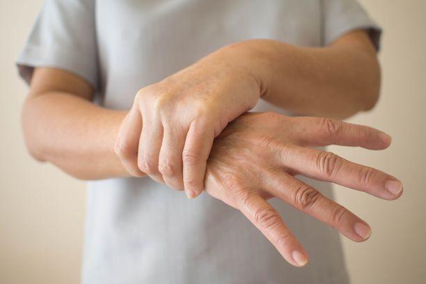 Käsien vapina voi olla kiusallista, mutta onneksi sitä voidaan usein hoitaa.
