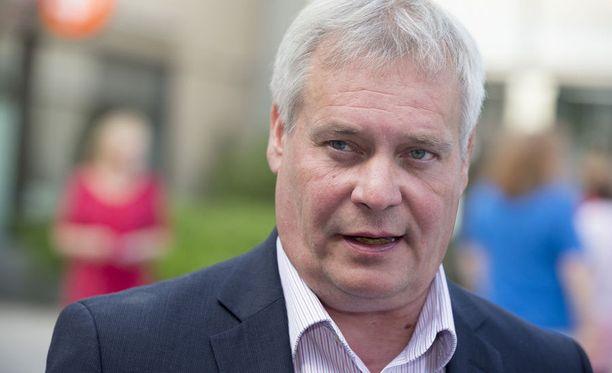 Puheenjohtaja Antti Rinne tukee presidentti Niinistön esitystä.