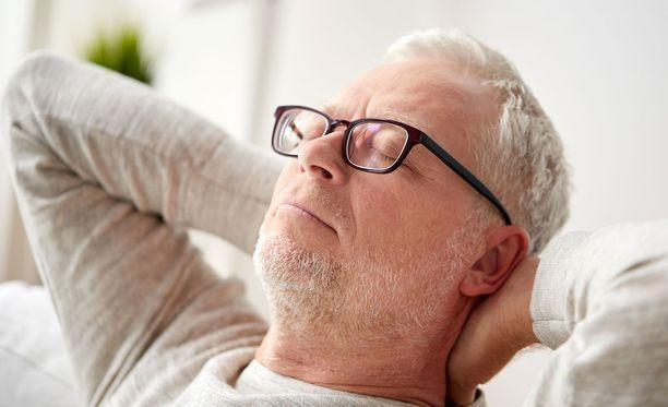 Kuorsaaminen voi liittyä uniapneaan, mutta myös kuorsaamattomilla on uniapneaa.