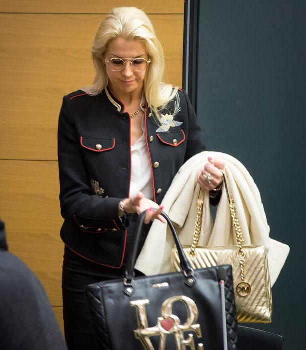 Danita Westphal saapui Helsingin käräjäoikeuteen totisena.