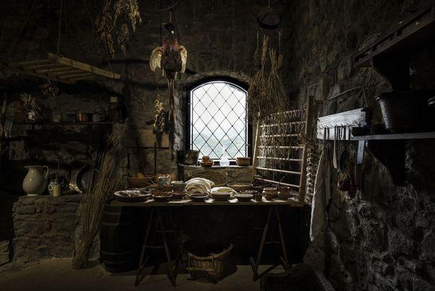 Kuudennelle sijalle ylsi sattumalta sama toscanalaislinna, joka kylpee valossa Iris Gonellin otoksessa. Tällä kertaa kuvaan on ikuistettu näyttely linnan sisällä. Näyttelyssä esiteltiin keskiaikaista elämää.