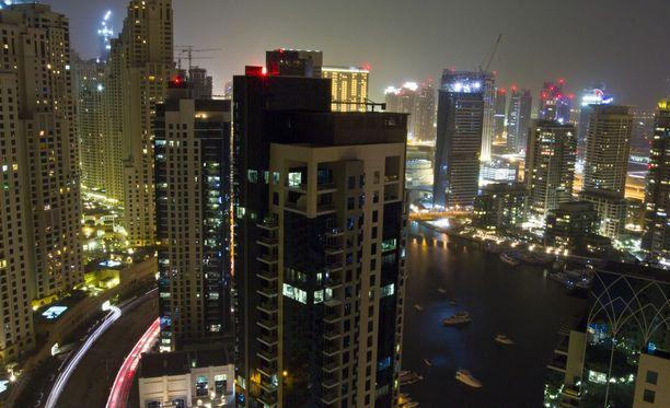 Suosittu turistikohde Dubai voi olla turistille epämiellyttävä paikka, varsinkin jos sattuu rikkomaan länsimaisittain tiukalta tuntuvaa paikallista lainsäädäntöä.