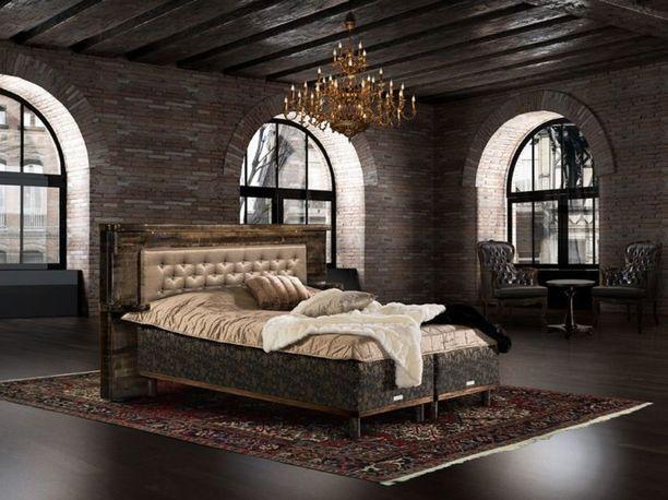 Tässä sängyssä on kolminkertainen jousisto ja minipocket-pussijousisto. Käsityönä tehty sängynpääty hehkuu luksusta. Joensuun sänkytehdas Oy, Koitere platinium ja platinium-pääty.