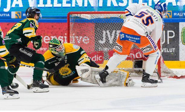Blake Parlett pudotti Antti Lehtosen jäihin ja kieputti Tapparalle 1-0.
