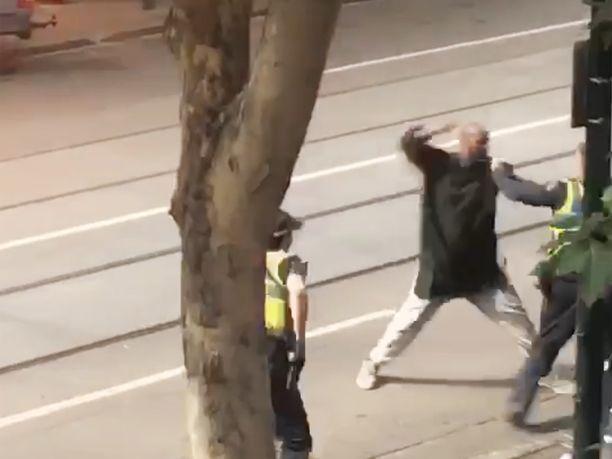 Hyökkääjä tallentui videolle.