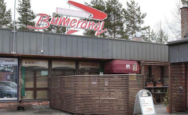 Tunteet kuumenivat ravintola Bumerangin edustalla varhain joulupäivänä. Poliisi kaipaa havaintoja pahoinpitelystä epäillystä miehestä.