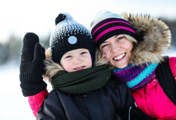 Venäläinen Svetlana Antonova on kiitollinen isovanhemmille, jotka auttavat Mikhaelin viemisissä harrastuksiin. Rukalla he ovat matkassa kaksin.