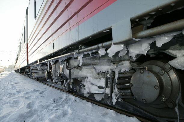 Junaliikenne on poikki Mikkelin ja Pieksämäen välillä. Kuvituskuva.