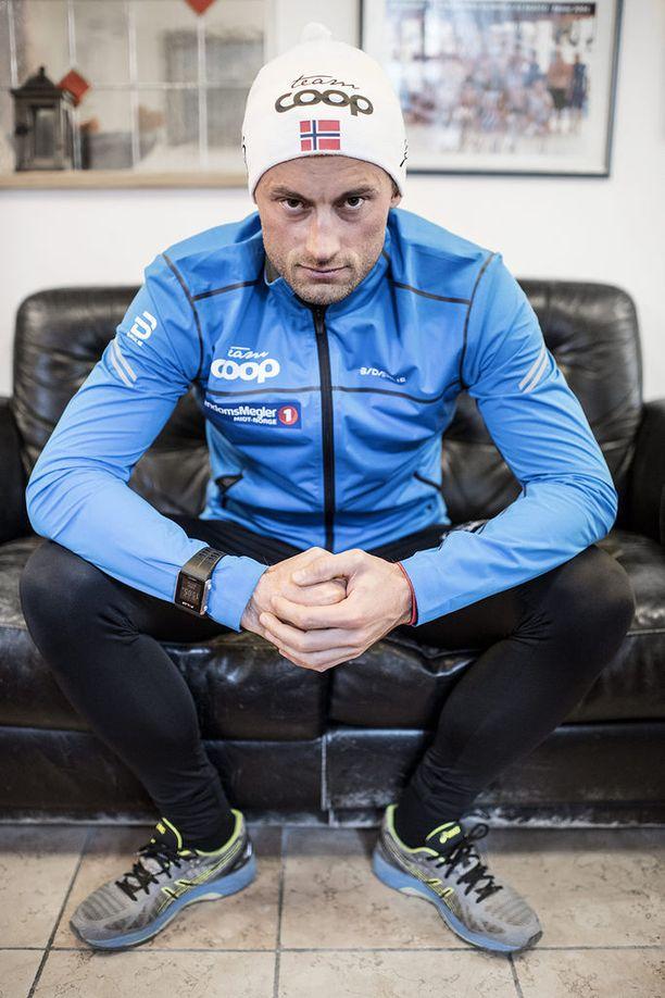 Petter Northugin viime kaudet ovat olleet vaikeita, mutta pitkään huipulla ollut hiihtäjä on ehtinyt ansaita mahtavan pinon euroja.