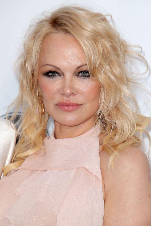 Pamela Anderson tiedottaa avioliittonsa päättyneen.