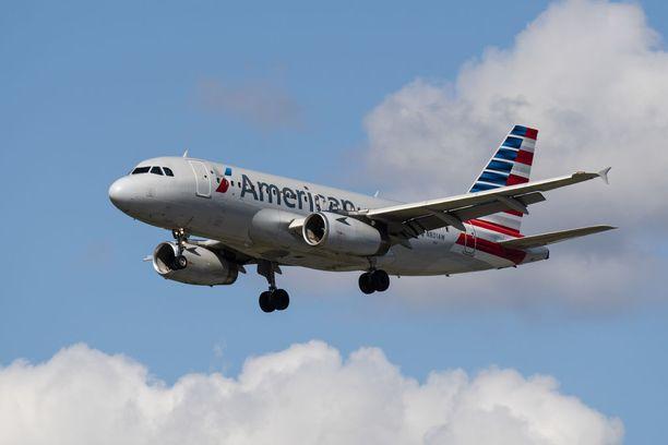 American Airlinesia syytetään matkustajan epäasiallisesta kohtelusta.