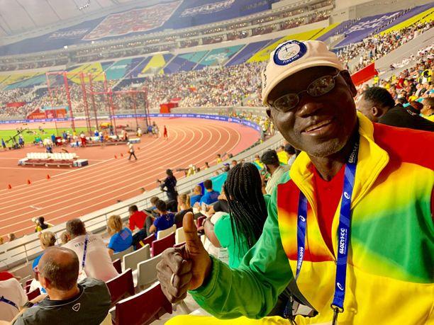 Burkina Fason Missiri Savadogo tykkää kovasti Suomen joukkueen lippalakista.