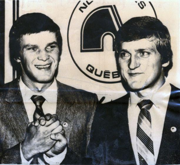 Peter ja Anton Stastny Quebecissa 28. elokuuta 1980. Vain muutama päivä dramaattisen loikkauksen jälkeen.