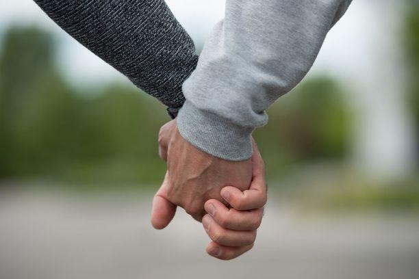 Mohammed ja Haidar eivät ymmärrä, miksi Suomen viranomaiset eivät usko, että he ovat pariskunta.