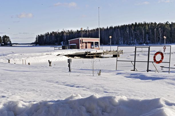 Valkea hanki ei ole takuu siitä, että alla on kestävää jäätä. Kuvituskuva.