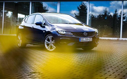 Hyvästi kuminauhakiihdytykset! Opel Astran uusi voimalinja ihastutti koeajossa