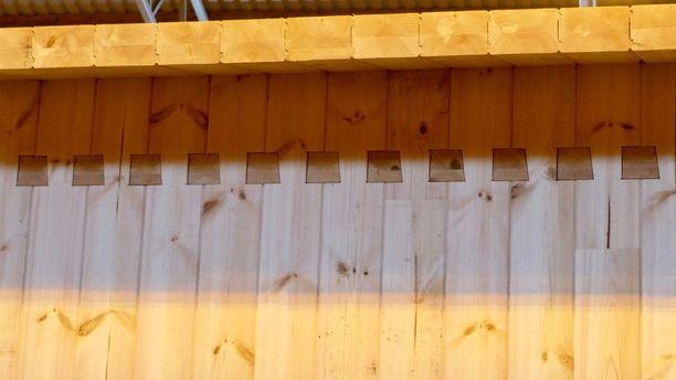 Hirsien sormiliitos pystyyn nostettuna tuottaa vankan ja horjumattoman rakenteen, josta voi yhdistellä sellaisen talon kuin haluaa.pystyyn