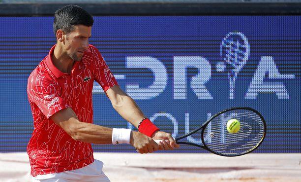 Novak Djokovic on yksi omassa turnauksessaan sairastuneista.
