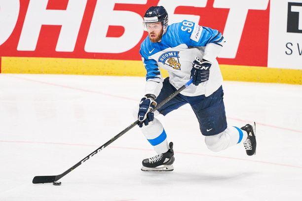Jani Hakanpää oli osa Suomen puolustusta viime vuoden maailmanmestarijoukkueessa.