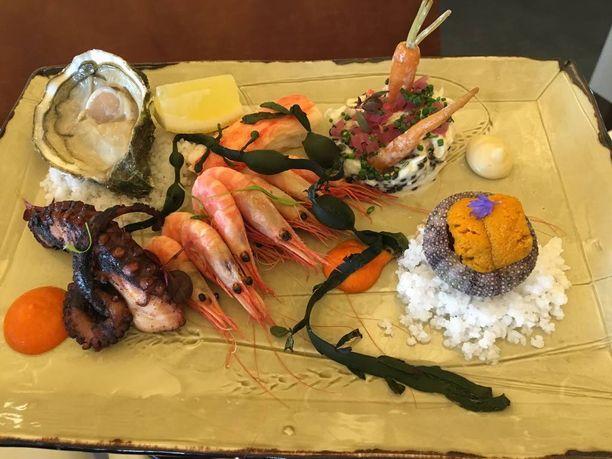 Merellä syödään tietysti mereneläviä.