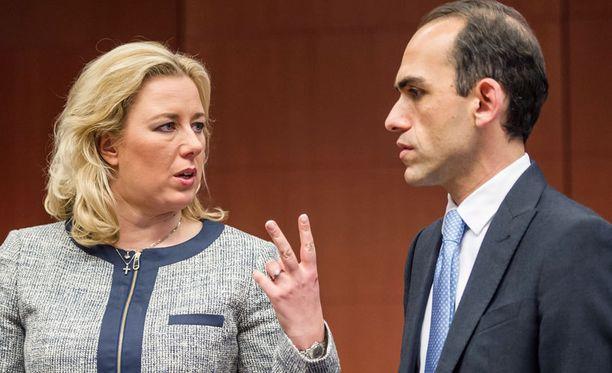 Suomen valtiovarainministeri Jutta Urpilainen keskusteli kyproslaisen kollegansa Haris Georgiadesin kanssa euroryhmän kokouksen alussa.