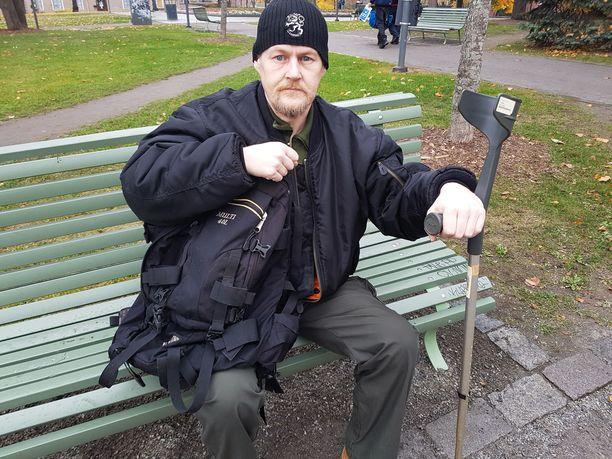 Kaksi vuotta asunnottomana elänyt VP kiittää saamastaan tuesta seurakuntaa, AA-kerhoa ja Suomen sosiaaliturvajärjestelmää. Nyt hän on raitistunut ja saanut asunnon.