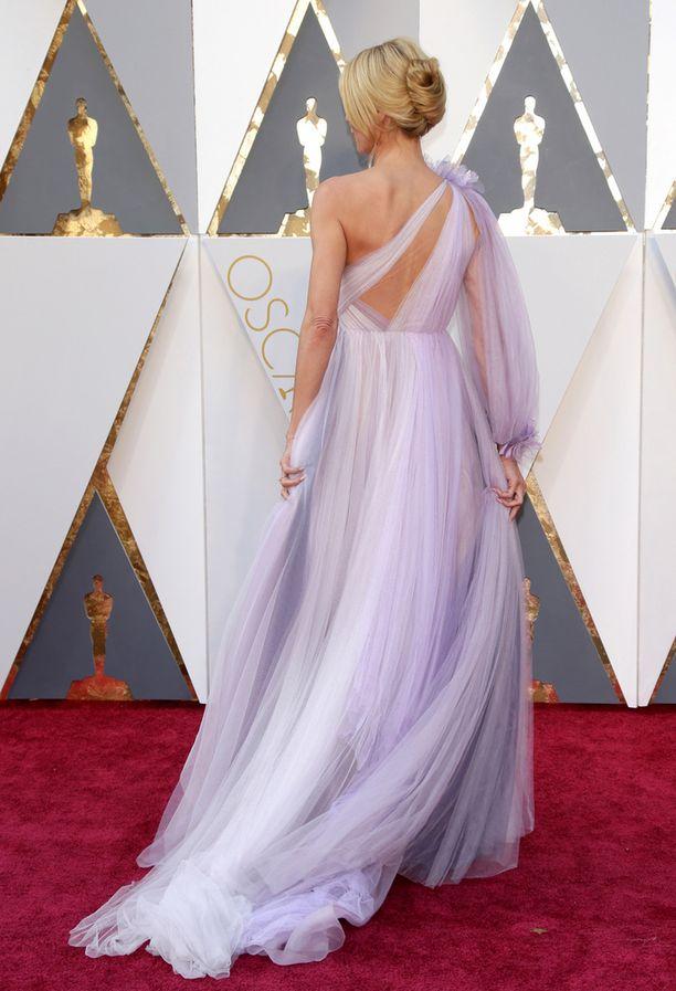 Huippumalli Heidi Klumin prinsessamainen röyhelöluomus näytti itse asiassa paremmalta takaapäin.