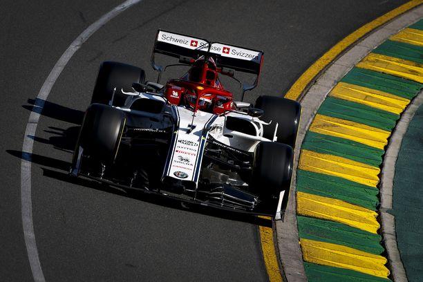 Kimi Räikkönen kärsi ruuhkasta Australian GP:n viimeisissä treeneissä.