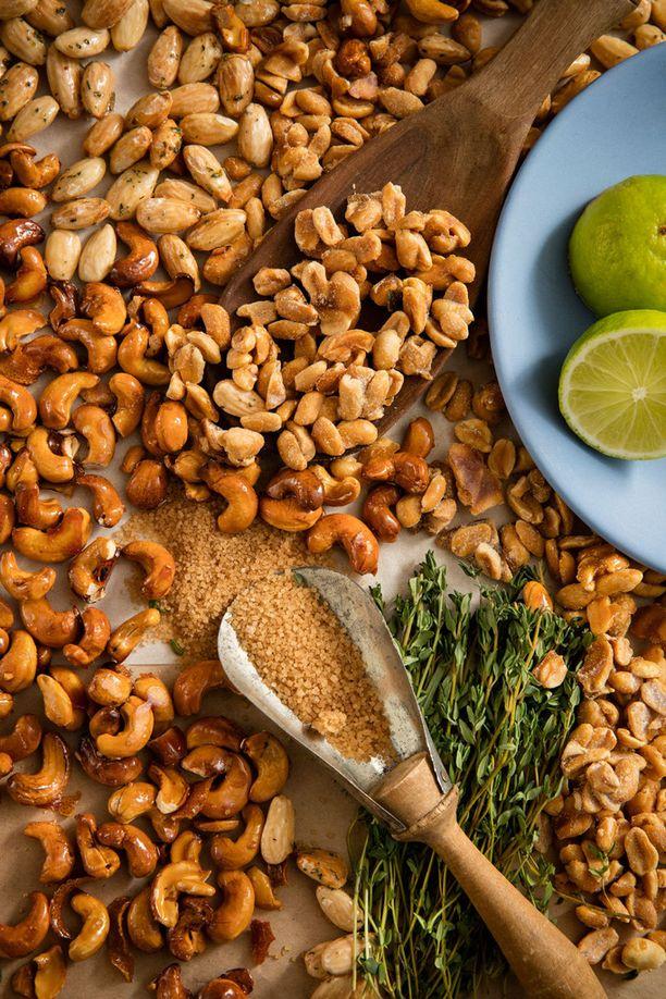 Ohjeesta riippumatta, voit käyttää juuri niitä pähkinöitä, jotka ovat mielestäsi parhaita tai mitkä löytyvät kaapistasi.