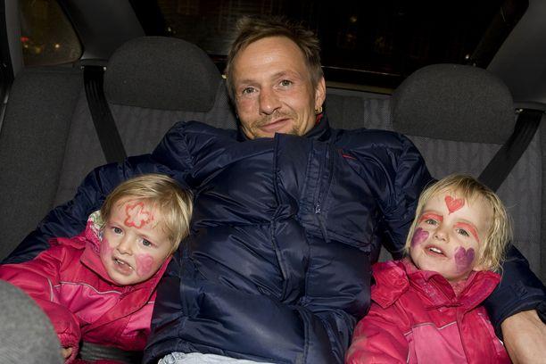 Johnny Bredahl lastensa kanssa vuonna 2007.