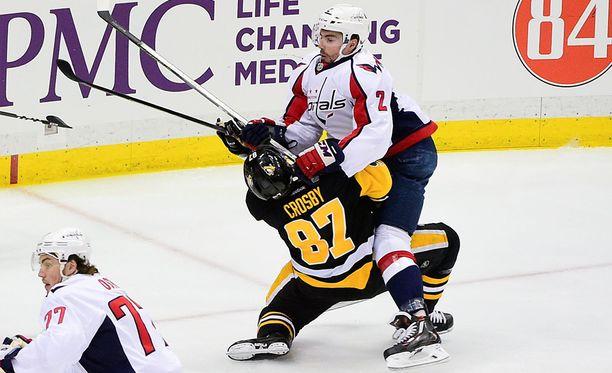 Sidney Crosby sai Matt Niskasen poikittaisesta mailasta aivotärähdyksen eikä ole vielä pystynyt palaamaan tositoimiin.