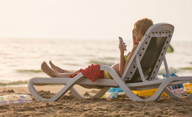 Kun roaming-maksuista luovutaan, netinkäyttö esimerkiksi etelänlomalla halpenee reilusti.