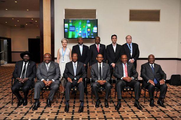 Lindén tapasi vuonna 2013 Etelä-Sudanin, Gabonin, Burkina Fason, Ruandan, Kenian ja Malin presidentit. Lindén on kuvassa takarivissä vasemmalla.