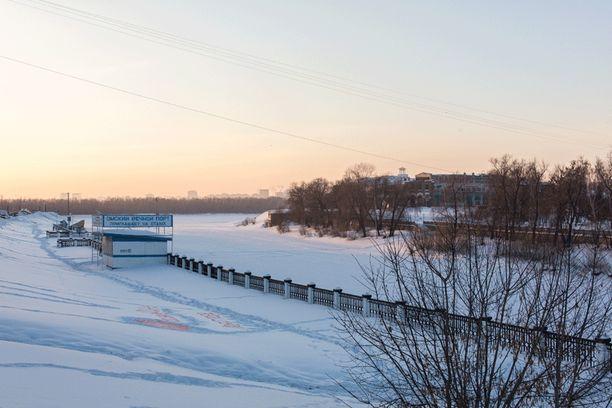 Om-joki halkaisee Omskia. Kaupungissa on myös isompi joki.