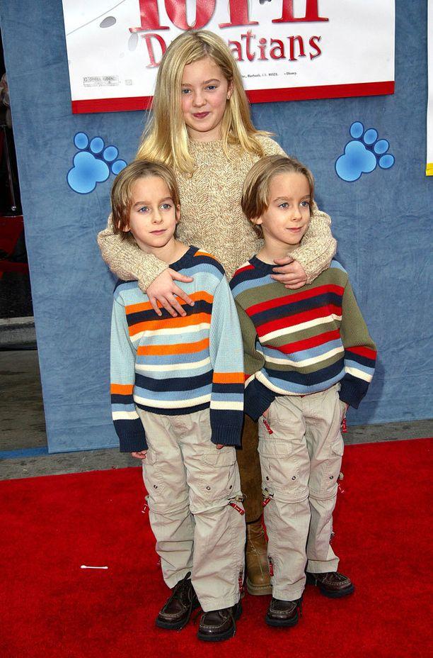 Kaksospojat Sawyer ja Sullivan isosiskonsa Madylinin kanssa vuonna 2003.