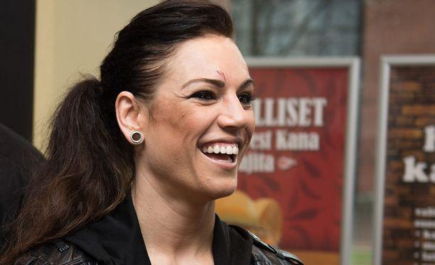 Eva Wahlström piipahti miehensä kanssa Ikeassa.