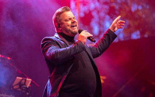 Tähtiartistien keikkamyyjä tuomittiin veropetoksesta – kierrätti Jari Sillanpään ja muiden artistien keikoista saadut rahat äitinsä kautta