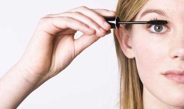 Jatkoripset helpottavat päivittäisiä kauneusrutiineja. Ripsiväriä ei meikissä tarvita, eikä sitä kannatakaan käyttää.