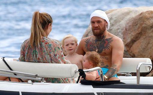 Nyt on mielenkiintoinen menopeli alla – UFC:n pahapoika Conor McGregor hoitaa lomailun ja treenaamisen samaan rahaan