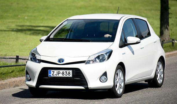 Pieni Yaris -hybridin päästöt jäävät kevyesti alle alle 80 g/km kuten isoveli Priusillakin.