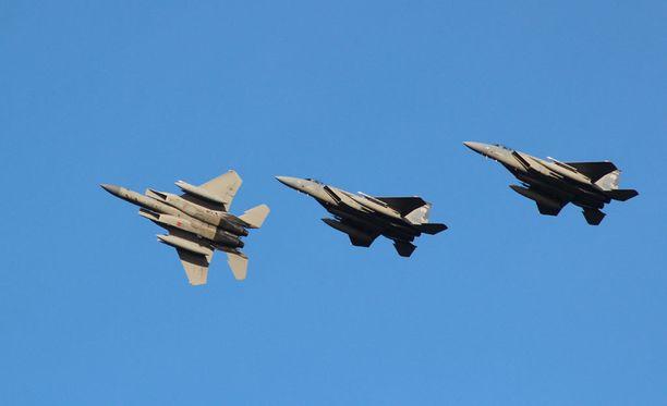 Yhdysvaltalaiset F-15-hävittäjät ovat parhaillaan harjoittelemassa Rissalassa yhdessä suomalaisten Hornetien kanssa.