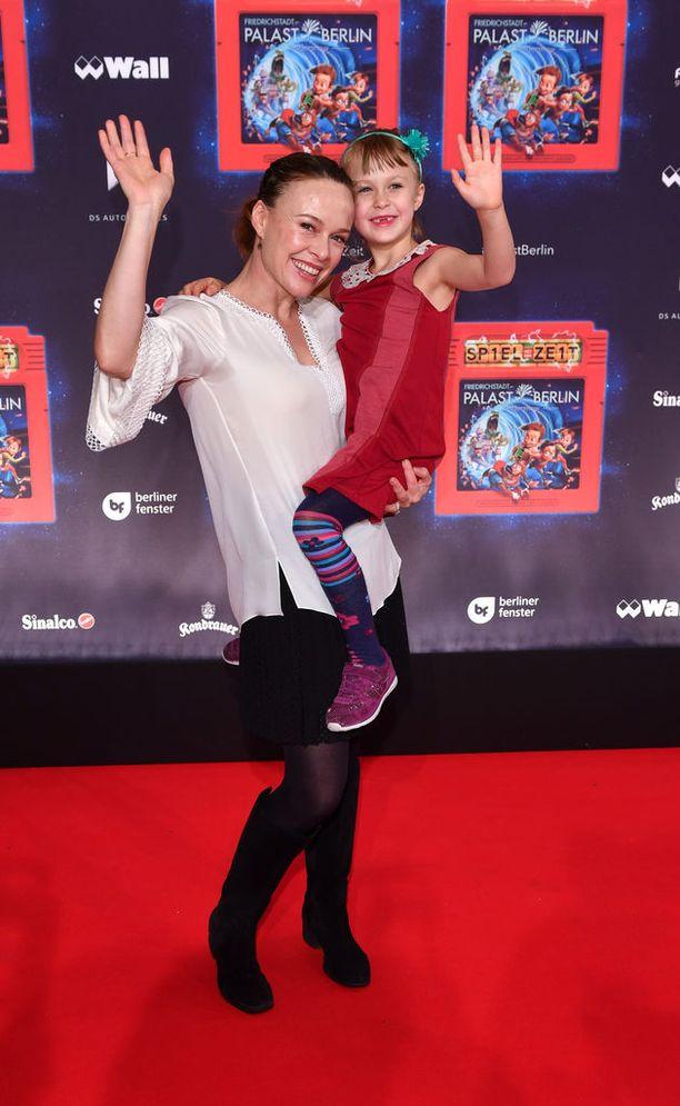 Nykyään Ikuisen Lapsuuden Valtiattarena tutuksi tullut Tami Stronach on 45-vuotias. Elokuvan jälkeen hän opiskeli tanssijaksi ja koreografiksi.