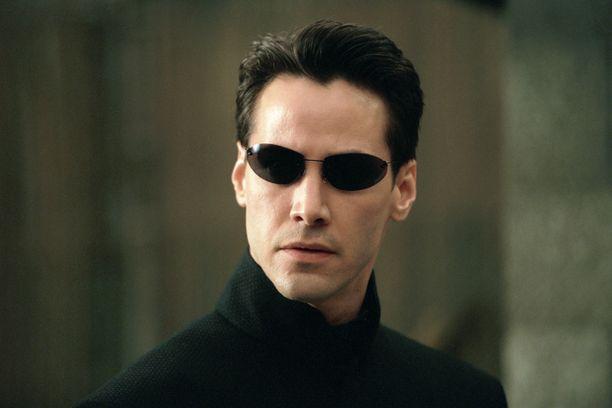 Keanu Reeves  tunnetaan vakavan miehen rooleistaan kuten Matrixin Neon roolissa vuonna 1999.