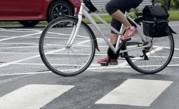 Lauantain ja sunnuntain välisenä yönä on tapahtunut ainakin kaksi päihtyneen polkupyöräilijän aiheuttamaa liikenneonnettomuutta. Kuvituskuva.