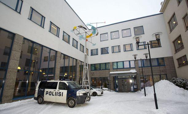 Keski-Suomen käräjäoikeus katsoo, ettei uhri ollut antanut minkäänlaista aihetta tekoon. Syytetty kävi odottamatta hänen kimppuunsa.
