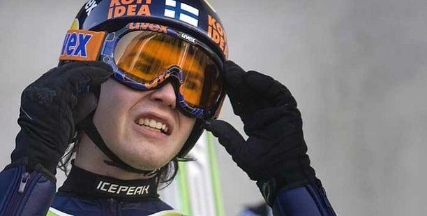 Päävalmentaja Janne Väätäinen uskoo Harri Ollin mahdollisuuksiin, jos nuori hyppääjä vain malttaa keskittyä urheiluun.